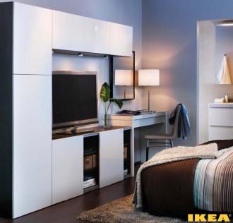 Interior kamar tidur dengan kombinasi penyimpanan