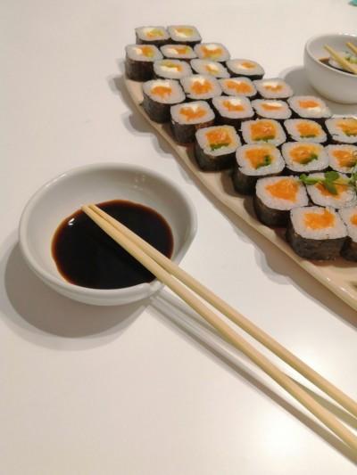 Suportul de linguri IKEA în loc de seyuzara - boluri cu sos de soia