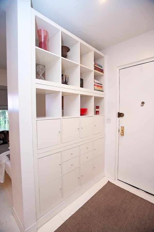 Zonage dans un petit couloir avec racks utilisant Kallax