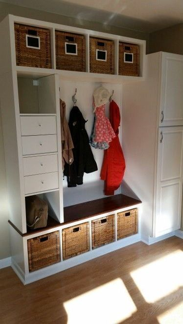 Compact storage of things in the hallway