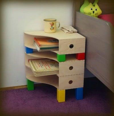 Meja sisi katil DIY untuk bilik kanak-kanak