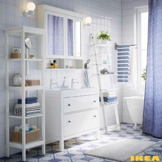 Casa de banho em cores azuis e brancas