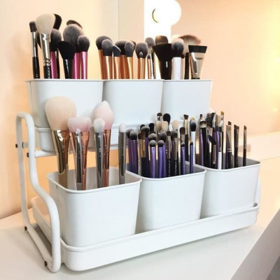 A convenient organizer for storing brushes.