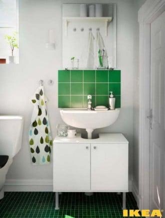 Interior do banheiro barato do IKEA