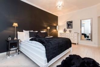Black and white bedroom with HEMNES and KOLDBI