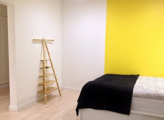 cremagliera Designer IKEA PS all'interno di una camera da letto