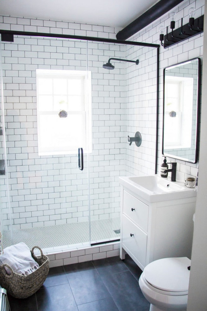 innere des modernen badezimmer mit hemnes. Black Bedroom Furniture Sets. Home Design Ideas