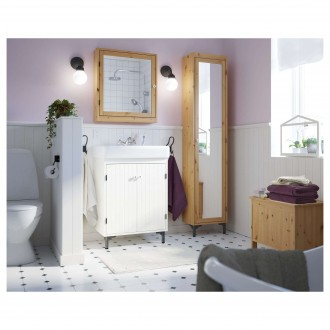 Bathroom with furniture from the collection SILVERON