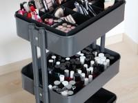 Myšlienka použitia vozíkov pre uloženie kozmetiky RASKOG