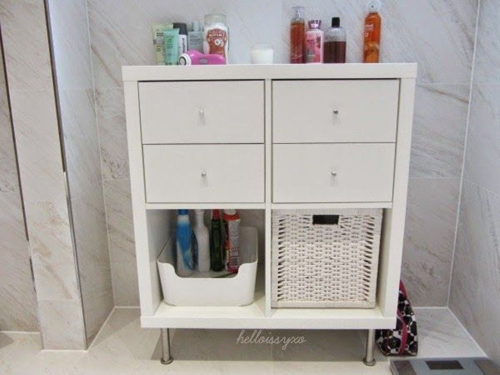 Kallax IKEA magasin dans la salle de bain