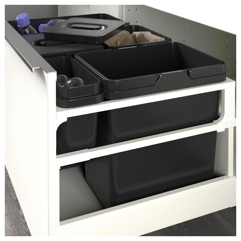 Tyylikäs ratkaisu pienen kodin kierrätyspulmaan