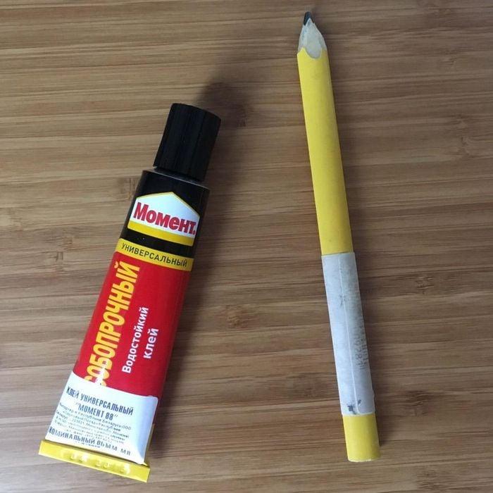धातु और लकड़ी और एक निर्माण पेंसिल के लिए गोंद