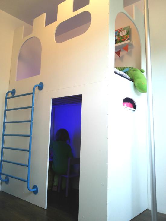 ch teau la petite princesse. Black Bedroom Furniture Sets. Home Design Ideas